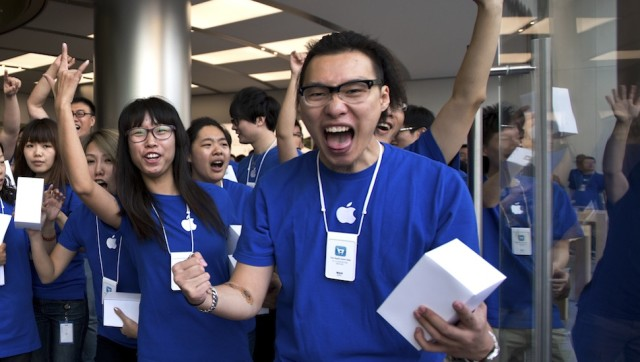 A Crazy-Making Day in the Life of an Apple Store Creative